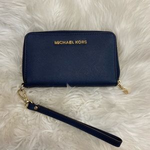 Micheal Kors navy wallet